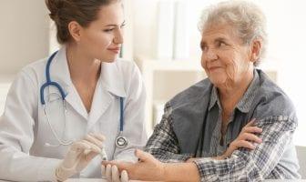 dia-mundial-do-coracao-acao-com-ampulheta-gigante-alerta-para-riscos-cardiovasculares-do-diabetes