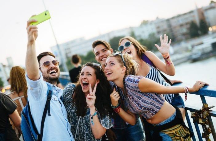 millennials-brasileiros-preferem-gastar-em-experiencias-do-que-em-bens-materiais