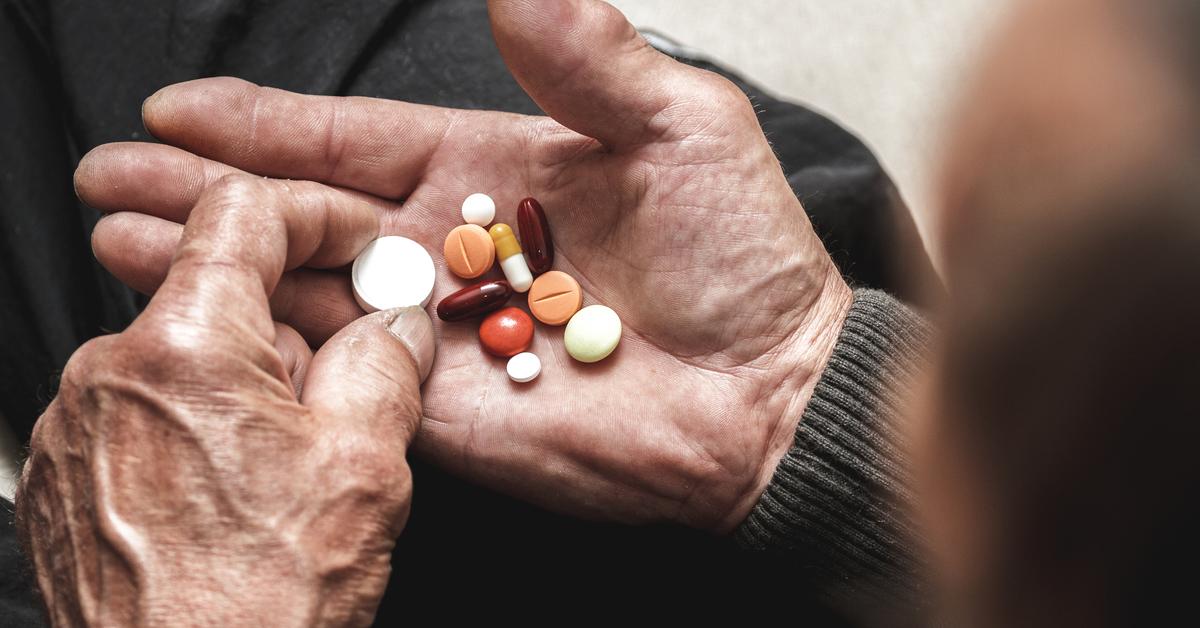 a-perigosa-sacolinha-de-remédios-dos-idosos