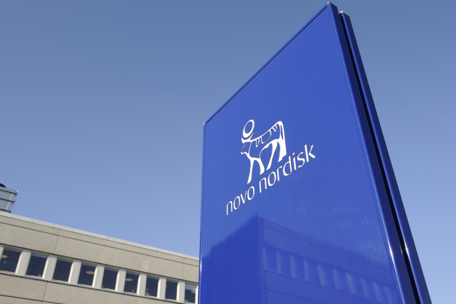 novo-nordisk-inova-ao-promover-evento-cientifico-em-drive-in