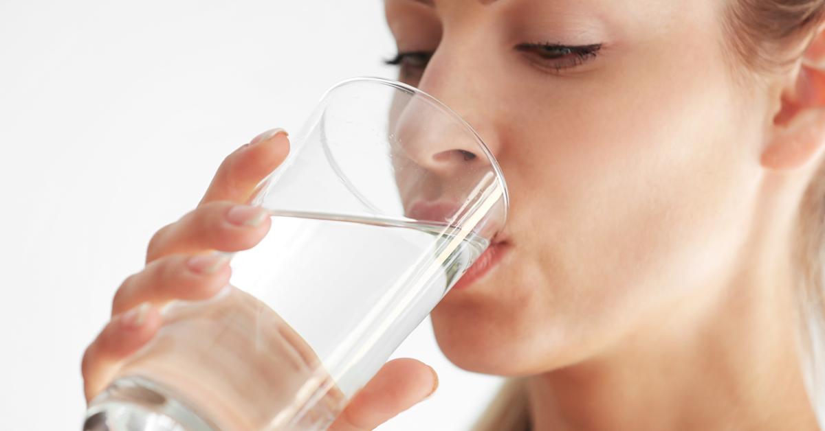 tomar-água-enxaqueca