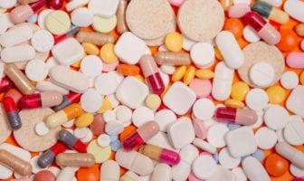 Cefalexina-o-que-é-contraindicações-efeitos-colaterais-e-como-tomar