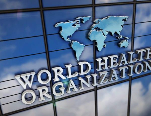 Pandemia está em platô 'inaceitavelmente alto' de casos e mortes, diz chefe da OMS